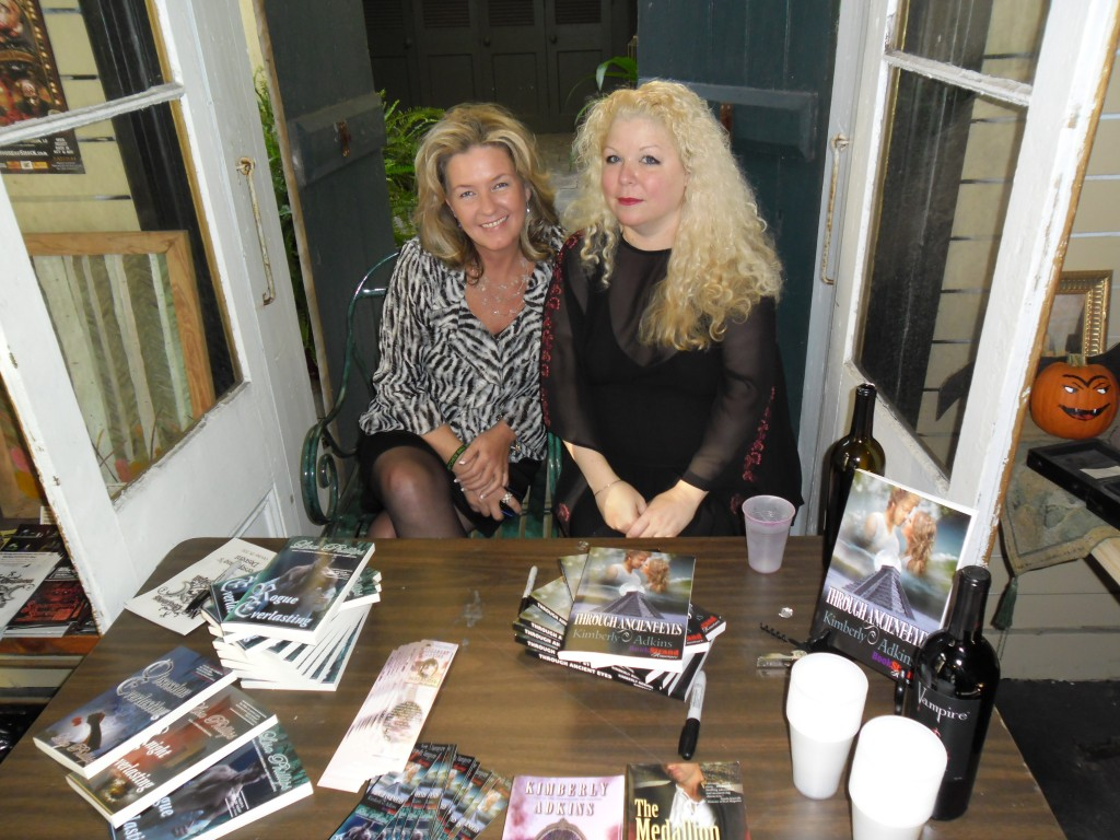 Boutique Du Vampyre in New Orleans - Signing with Lisa Phillips